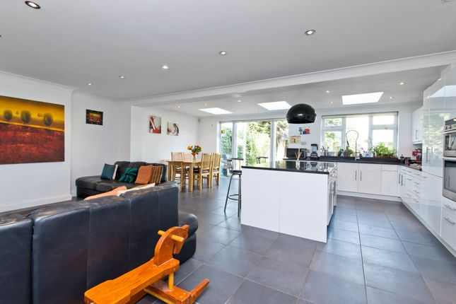 5 bed semi-detached house to rent in Circle Gardens, London