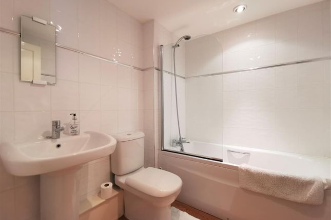 Bathroom of London House, Bridge Street, Newport SA42