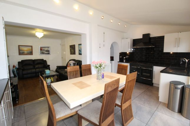5 bed property to rent in New Road, Rumney, Cardiff CF3