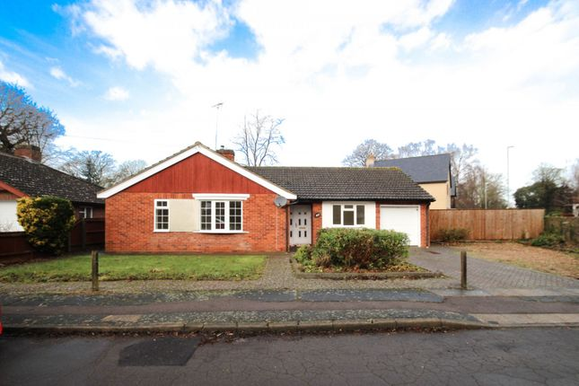 Thumbnail Bungalow to rent in Elms Avenue, Great Shelford, Cambridge