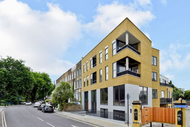 Thumbnail Flat for sale in 129 Cadogan Terrace, London