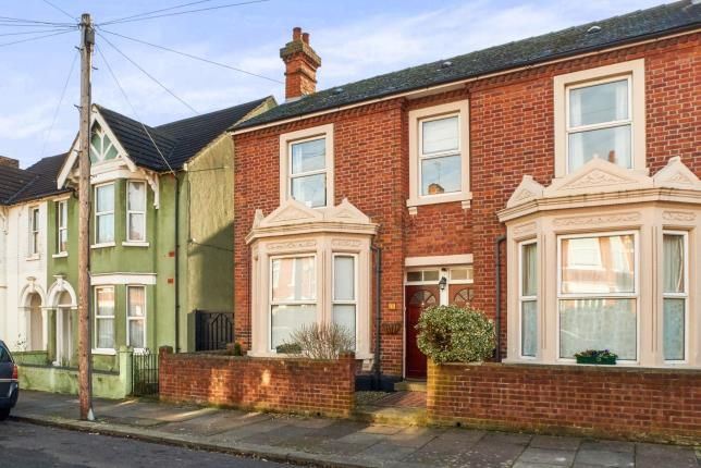 Thumbnail Maisonette for sale in Richmond Road, Bedford, Bedfordshire