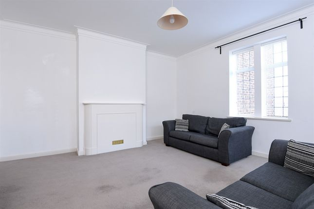 Thumbnail Flat for sale in Kings Keep, London