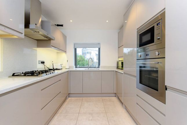 Thumbnail Flat to rent in City Harbour, Canary Wharf, London