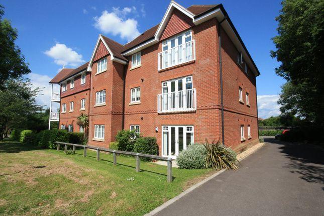 2 bed flat to rent in Hurst Court, Horsham, West Sussex RH12