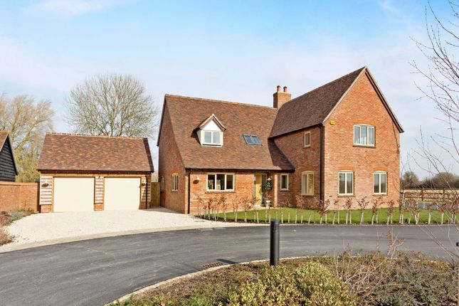 Thumbnail Detached house to rent in Oakhall Court, Oakley, Aylesbury