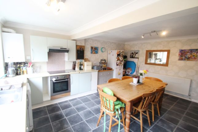 Thumbnail Terraced house for sale in Orchard Park Close, Hungerford