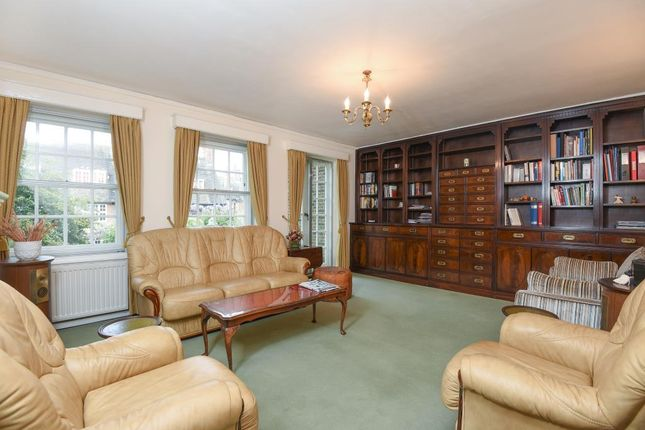 Reception of Corringham Court, Golders Green NW11