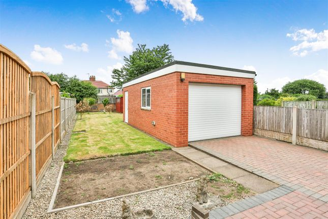 Garage of Teignmouth Avenue, Mansfield NG18