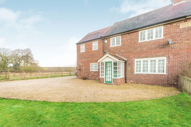 Thumbnail Cottage to rent in Chapel Lane, Bucklow Hill, Knutsford