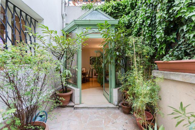 Thumbnail Property for sale in Saint-Mandé, Outside Paris (0-30 Km), France