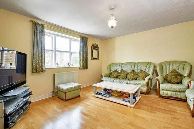 4 bed property to rent in Ferguson Close, Canary Wharf