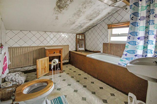 Bathroom of Chapel Lane, Keadby, Scunthorpe DN17