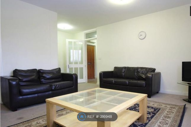 2 bed flat to rent in Sherborne Court, London
