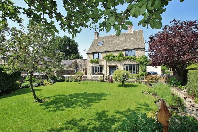 4 bed cottage for sale in Black Bourton, Hayfields
