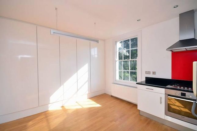 Thumbnail Maisonette to rent in Southgate Road, London