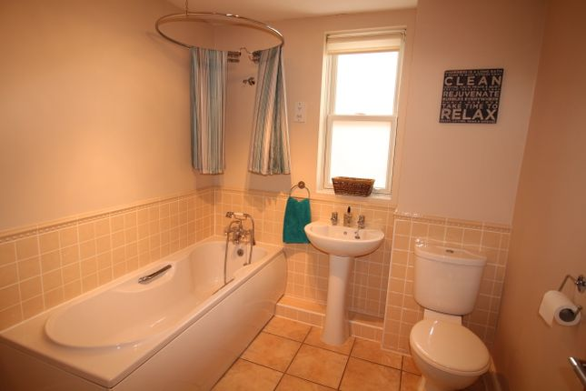 Family Bathroom of The Steeplechase, Uttoxeter ST14