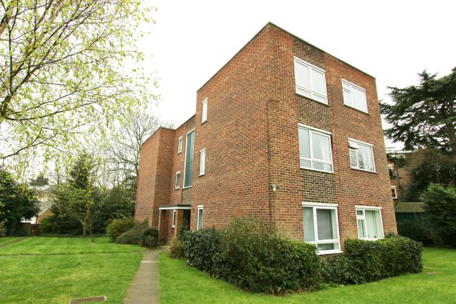 Thumbnail Flat for sale in Lincoln Road, Enfield