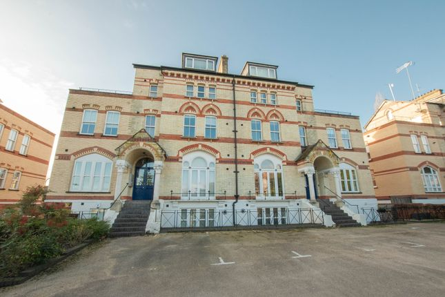 Thumbnail Flat for sale in Fairmile, Henley-On-Thames