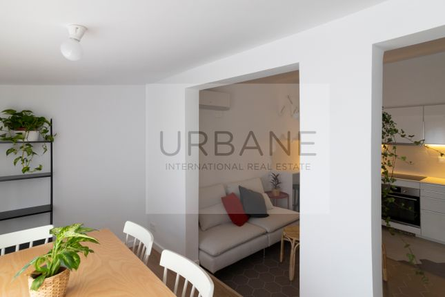 Living Room of 27322, For Sale 2 Bed Refurbished Apartment In Barcelona, Spain