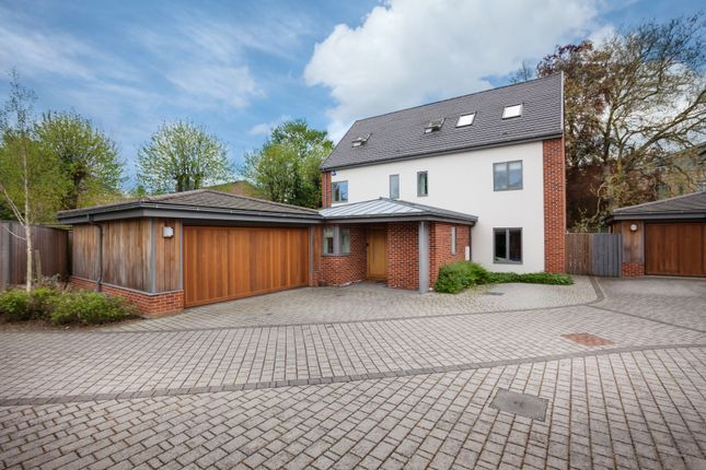 Thumbnail Barn conversion for sale in Rayleigh Close, Cambridge