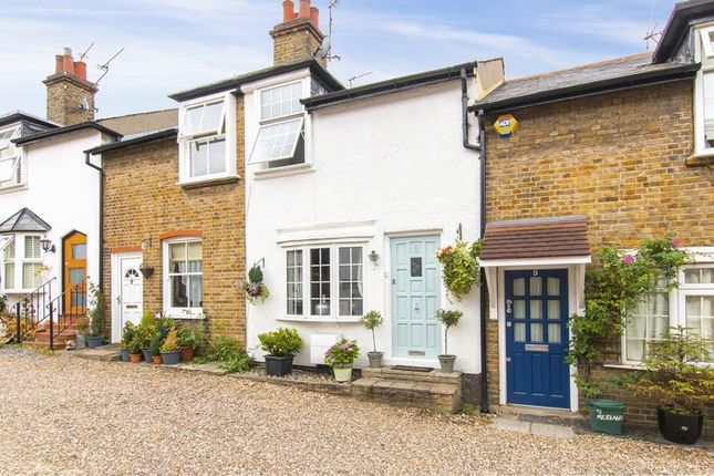 Thumbnail Cottage for sale in Englands Lane, Loughton
