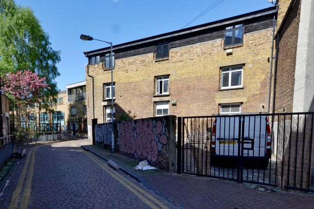 Thumbnail Flat to rent in Shacklewell Street, Shoreditch