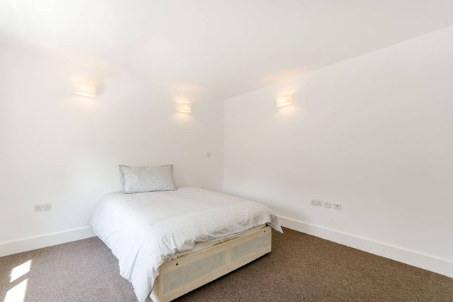 Thumbnail Flat for sale in Maple Road, Crystal Palace