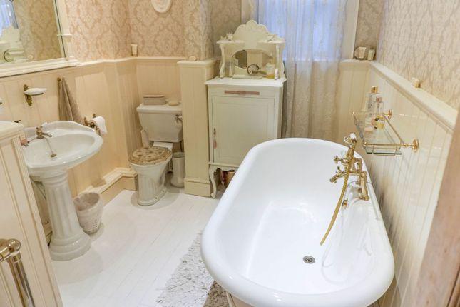 Bathroom of Wellingborough Road, Finedon NN9