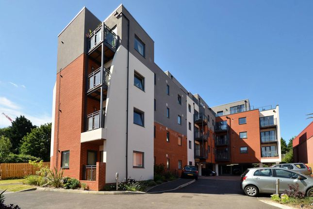 Thumbnail Flat to rent in King Edwards Court, Guildford