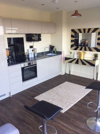 Thumbnail Flat to rent in Wellington Street, Cardiff