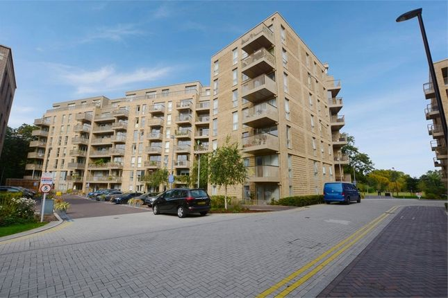 3 bed flat for sale in Adenmore Road, London SE6