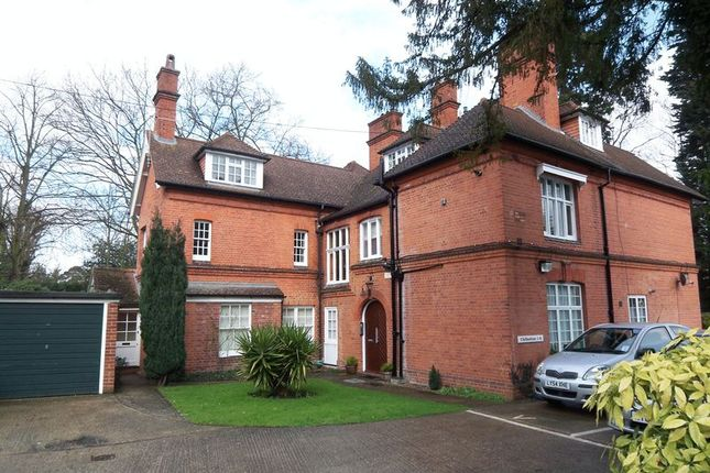 Thumbnail Flat for sale in Middle Hill, Close To Uni, Englefield Green