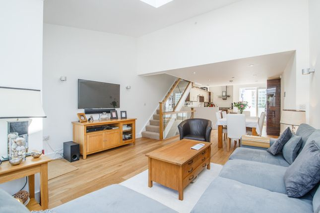 Thumbnail Mews house to rent in Ardleigh Road, London