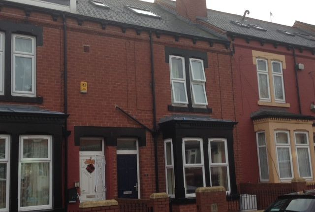 Thumbnail Flat to rent in Stratford Avenue, Leeds
