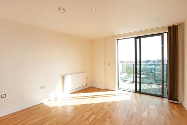 Thumbnail Flat to rent in Arc House, London