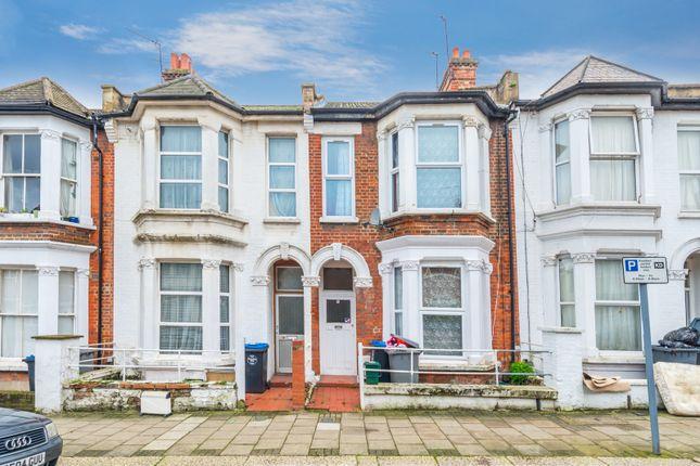 4 bed property for sale in Aldershot Road, London