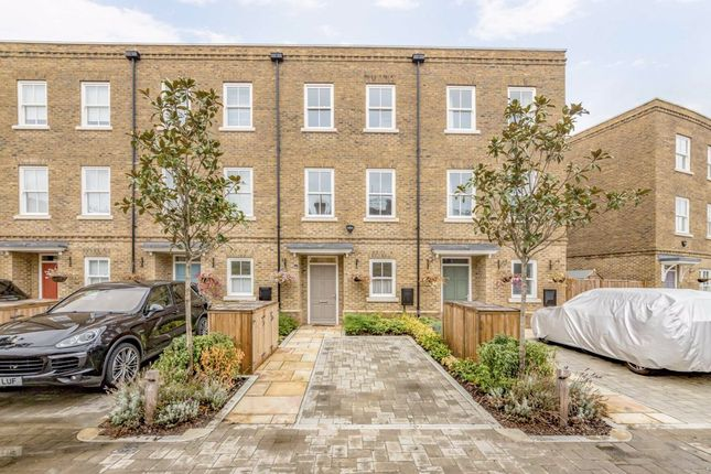 Thumbnail Terraced house for sale in Barrons Chase, Richmond