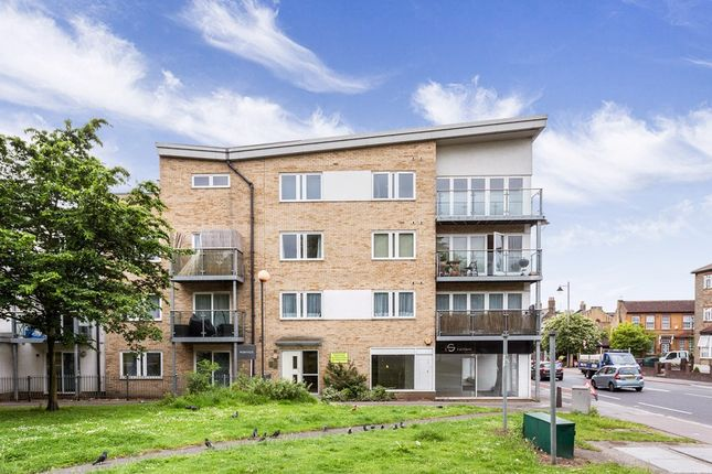 2 bed flat to rent in Leyton Green Road, London