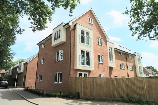 Thumbnail Flat to rent in Lowdells Lane, East Grinstead