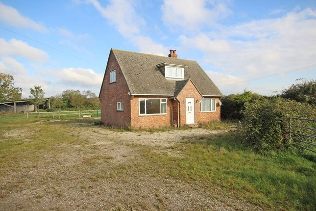 3 bed property for sale in Middle Road, Tiptoe, Lymington