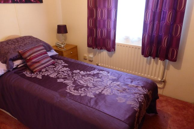 Rustywell park yeovil ba20 1 bedroom mobile park home for Bedroom furniture yeovil