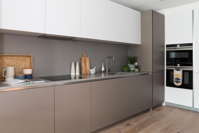 Kitchen of Apartment 1, Lower Ground Floor, 215A Balham High Road, Balham SW17