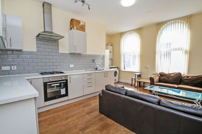 3 bed flat to rent in Solomons Passage, London SE15
