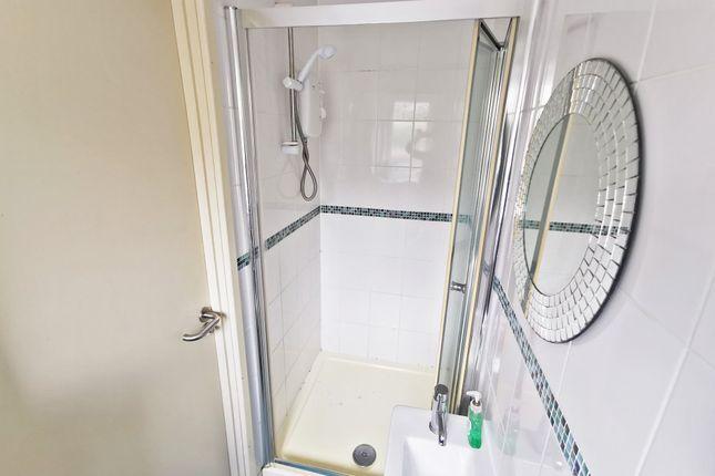 Showerroom of Mackintosh Place, Roath, Cardiff CF24