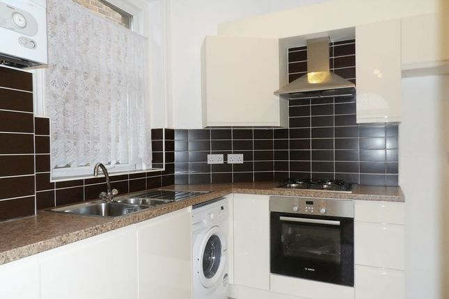 2 bed flat for sale in Baker Street, Enfield
