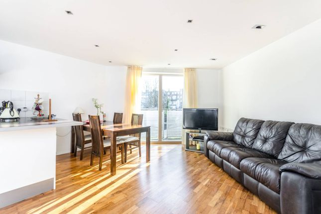 Thumbnail Flat to rent in Lansdowne Lane, Charlton
