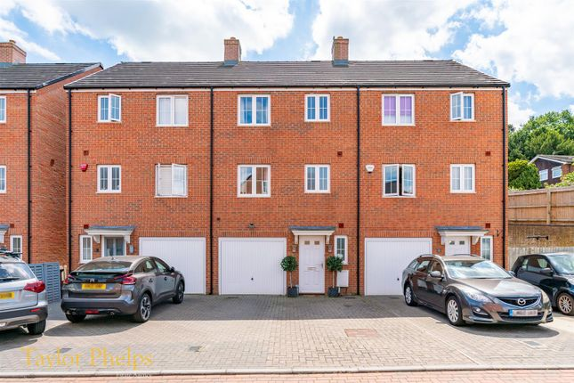 4 bed property for sale in Pine Close, Ware SG12