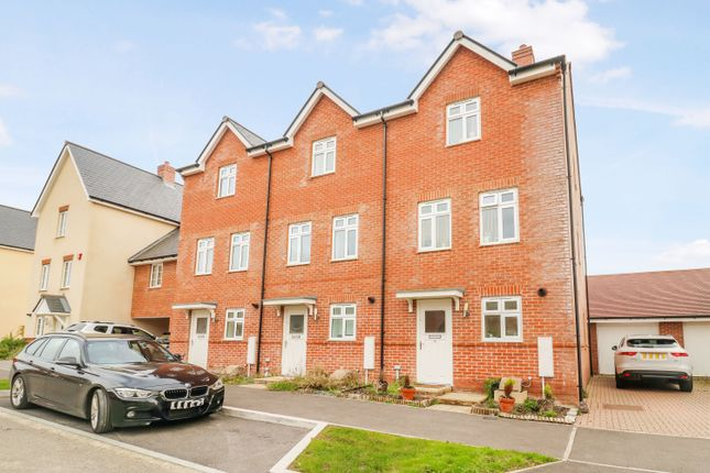 Thumbnail Town house to rent in Sargent Way, Broadbridge Heath, Horsham