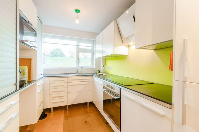 Thumbnail Flat to rent in Darren Close, Stroud Green
